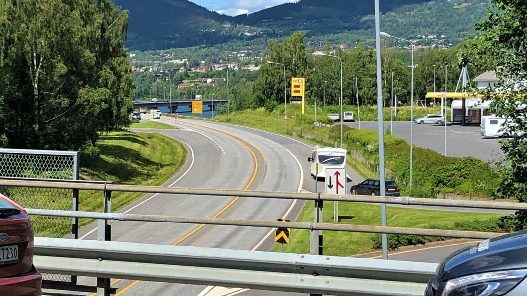 ERSTATTES: E6 forbi Lillehammer blir om noen år erstattet med ny firefelt i tunnel. Foto: Geir Røed