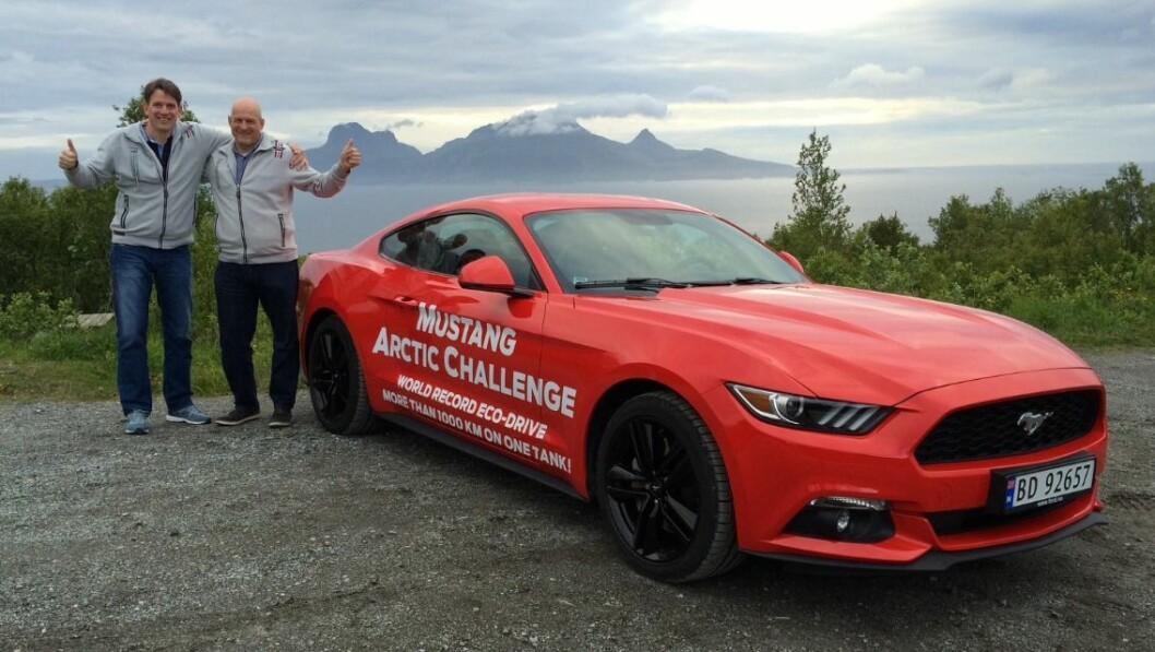 MUSTANG-REKORD: Knut Wilthil og Henrik Borchgrevink satte verdensrekord i økokjøring med en Ford Mustang ved å kjøre 1249,3 km på en tank. Foto: Ford