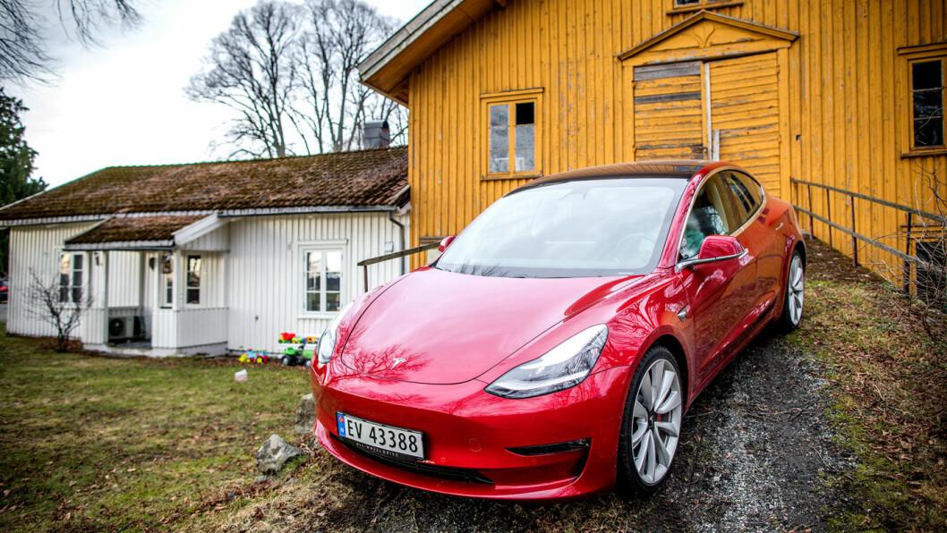 NORGESBILEN: Tesla Model 3 er suveren på salgstoppen og passerte i juni 10.000 solgte eksemplarer hittil i år. Foto: Tomm W. Christiansen