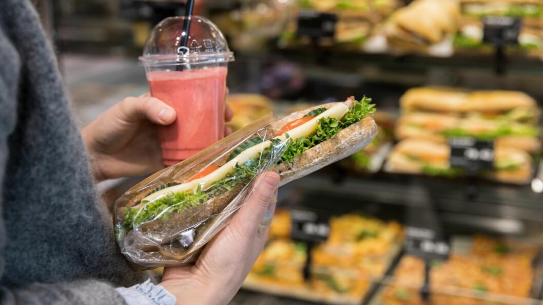 SATSER PÅ MAT: Veikroene møter tøff konkurranse fra bensinstasjonene og IKEAs varehus som har mat som ett av sine satsingsområder. Foto: Circle K