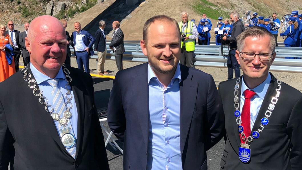 KAMP FOR MER: Ordførerne på Sørlandet, her representert ved Jan Dukene fra Tvedestrand (t.v.) og Robert Cornels Nordli fra Arendal, vil ha mer firefeltsvei. Jon Georg Dale vil ikke love det. Foto: Geir Røed