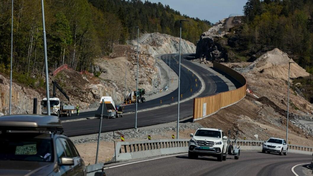 ENDA BILLIGERE: Nye Veier har bygget billigere enn opprinnelig budsjettert. Nå lover de ytterligere kutt. Her fra et av Nye Veiers anlegg i Telemark. Foto: Geir Olsen