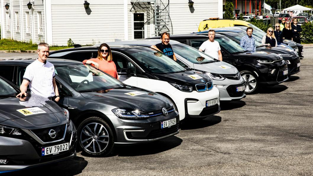 <b>NI I TEST:</b> Et team fra NAF og Motor testet rekkevidde på ni populære elbiler, og bilen nærmest – Nissan Leaf (62 kWt) – utmerker seg ved å gå nesten fire mil etter at den har varslet for tomt batteri.