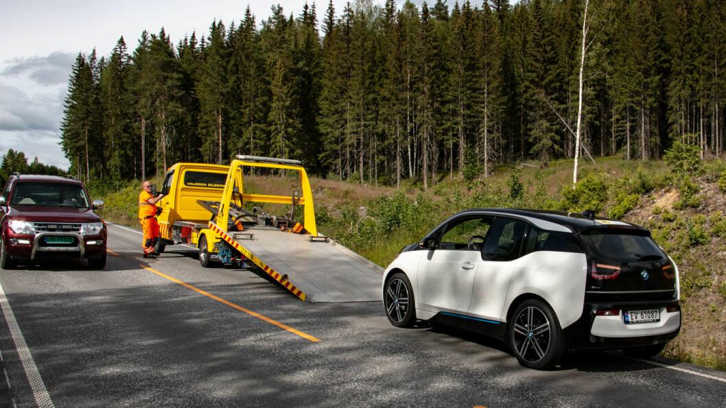 NULL BATTERI, NULL PROBLEM: Vi testet rekkevidde på ni populære elbiler – og kunne konstatere at de fleste har lengre reell rekkevidde enn oppgitt. Og at det er greit med en bergingsbil når batteriet er fullstendig tomt.