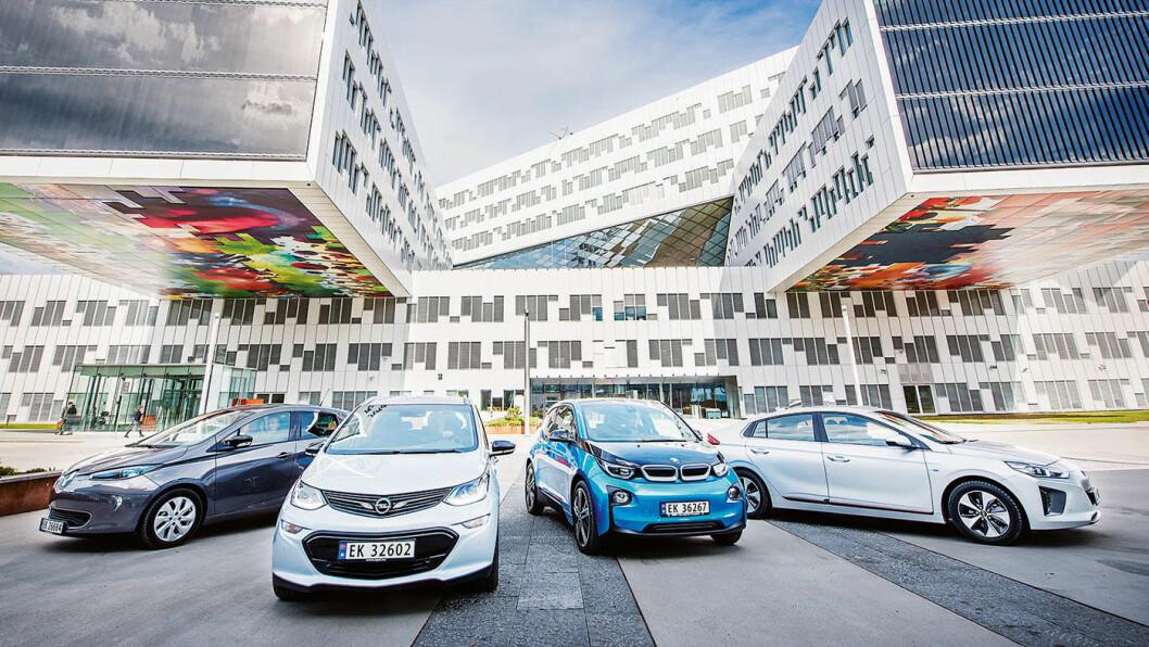 OPP MED PRISEN: Populære elbiler som disse – Renault Zoe (f.v.), Opel Ampera-e, BMW i3 og Hyundai Ioniq –kan få betydelige økte forsikringspremier. Foto: Jon Terje Hellgren Hansen