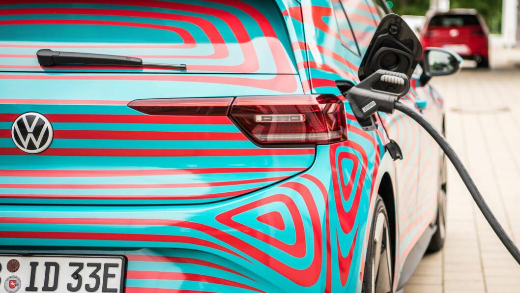 KLAR TIL LADING: Med nye ID.3 i produksjon har batteribehovet gått i taket hos Volkswagen. Og etterspørselen vil bare øke. Foto: Volkswagen AG