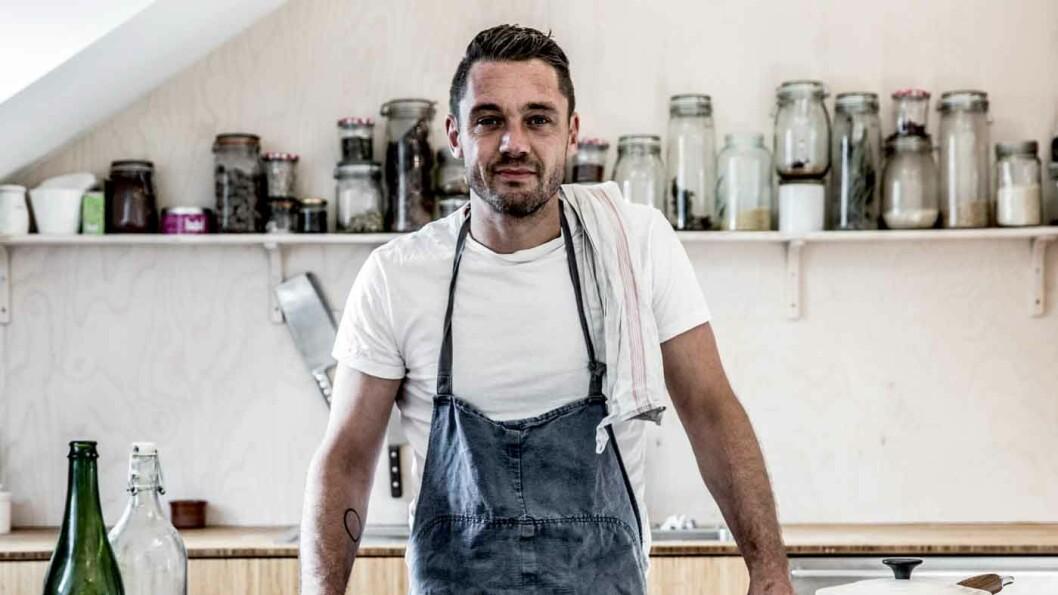 GÅR RIKTIG VEI: For ti år siden ville det ikke vært mulig å finne så mange som ti bra veikroer i Norge, mener kokk og matskribent Henrik Henriksen.