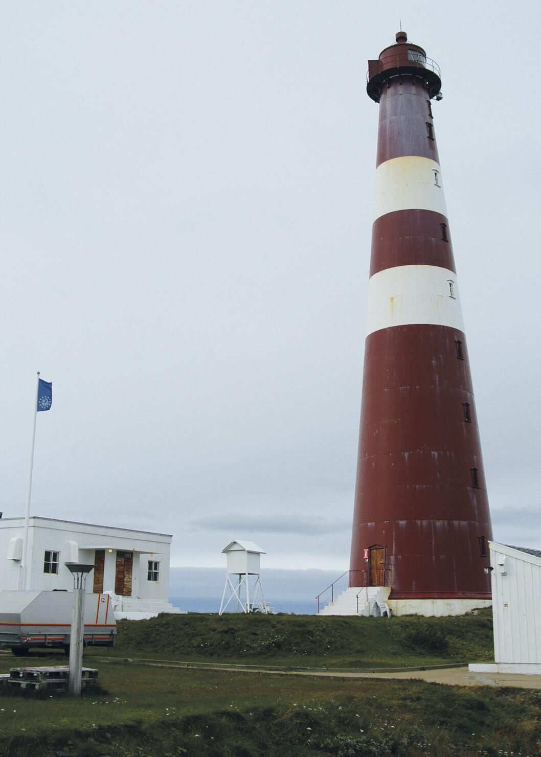 PÅ TOPP I NORD: Slettnes fyr var bemannet til 2005 og var da klodens nordligste fyrstasjon. Foto: Per Roger Lauritzen