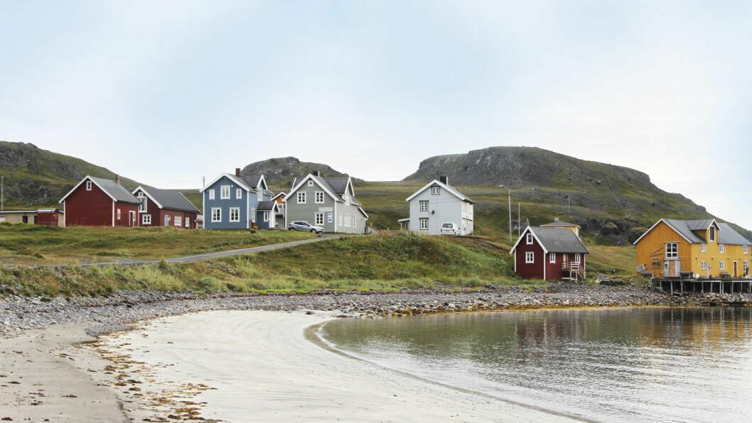 LUN HAVN: I idylliske Kongsfjord fines det blant annet et usedvanlig trivelig gjestehus. Foto: Rune Korsvoll