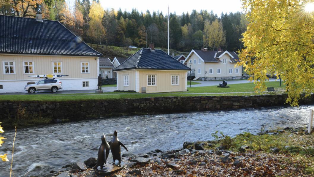 TRADISJON: Det gamle jernverket på Bærums Verk har blitt et moderne handelssentrum og skulpturpark. Foto: Per Roger Lauritzen
