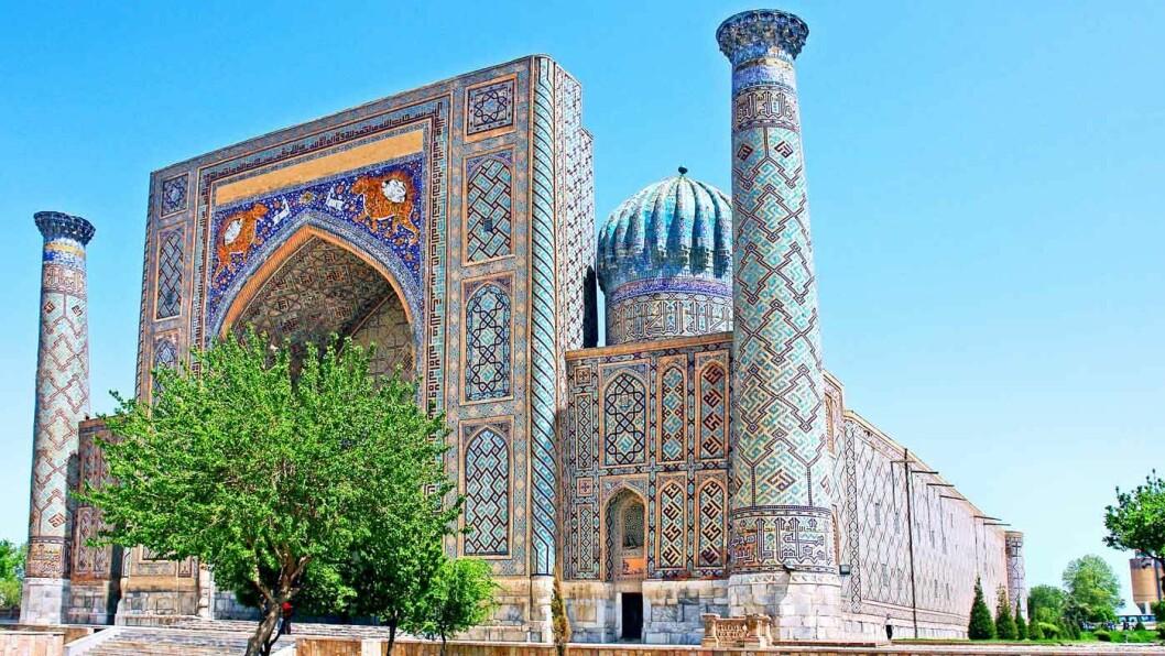 BLENDENDE VAKKER: Registan-plassen i Samarkand.