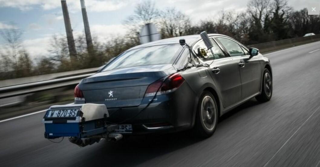 40 % HØYERE: Forbruket under virkelig kjøring på landeveien er 40 prosent høyere enn fabrikkenes offisielle EU-tall, sier Peugeot. Foto: Peugeot