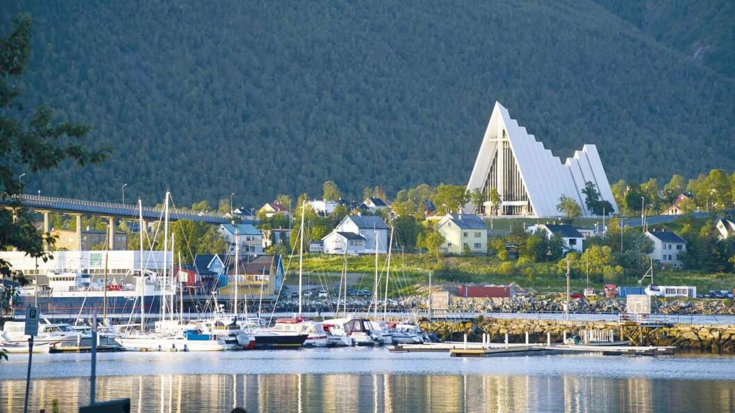 ISHAVSKATEDRALEN: Tromsdalen kirke er et landemerke i Tromsø. Foto: CH - Visitnorway.com