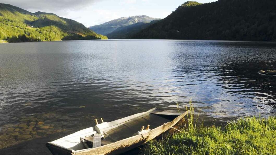 PADLING OG FISKE: Når denne båten er øst tom er det bare å legge utpå Norefjorden. Foto: Per Roger Lauritzen
