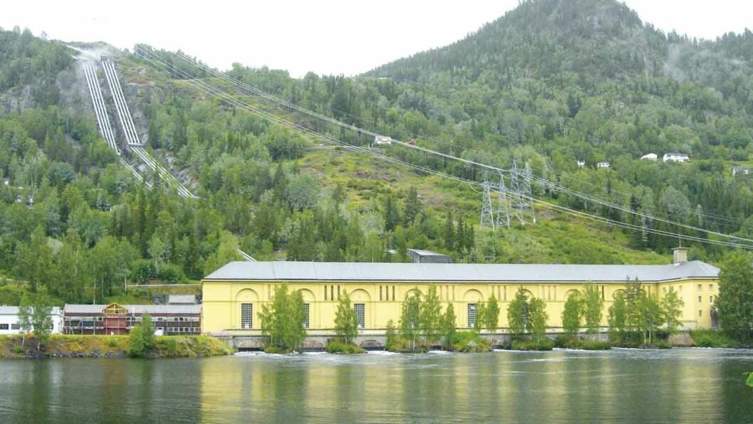 KRAFTTAK: Nore I, et av Norges store kraftverk holder til i denne nyklassisistiske bygningen på Rødberg. Foto: Per Roger Lauritzen