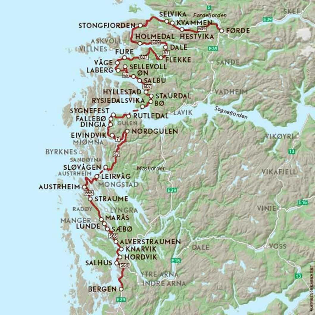 VEIFAKTA: E39 fra Bergen, inn på FV564 mot Salhus E39 til Knarvik. Så FV57 og inn på til FV565 ved Knarvik - FV57 til ferjeleiet Sløvåg-Leirvåg. FV57 fra Sløvåg til Nordgulen, til venstre inn på FV7 forbi Eivindvik og Dingja, FV57 mot ferjeleiet på Rutledal. FV47 fra Rysjedalsvika til Hyllestad. FV607 og FV65 gjennom Hyllestad og Fjaler til FV57 ved Flekke. FV57 til Dale, og FV609 rundt Askvoll til Førde. Strekningen er ca. 292 kilometer og kjøretiden 6 timer og 46 minutter ifølge NAF Ruteplanlegger.