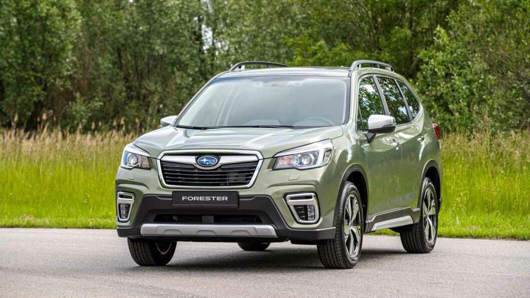 ELEKTRIFISERT: Subaru har så smått begynt å leke seg med batterielektrisk framdrift. Motoren i nyeste Forester en er liten hybridvariant. Foto: Subaru