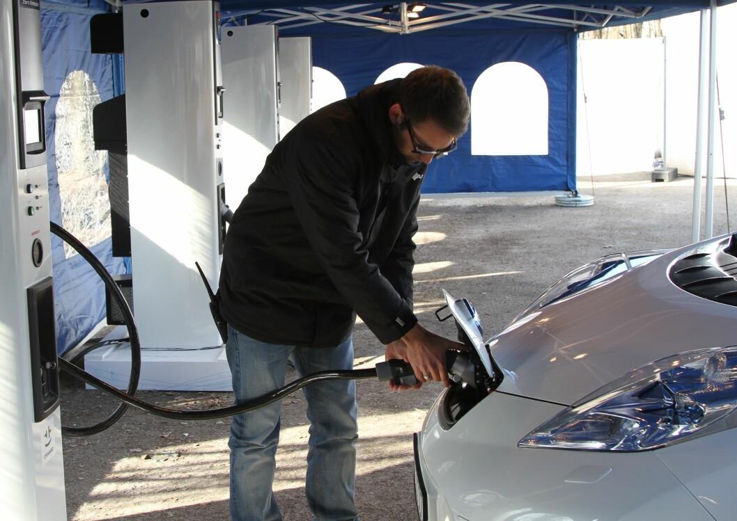 KRAFTIG FALL: Salget av elektriske biler gikk ned med 37 prosent i juli.Fortsatt er elbilsalget svært høyt i Norge. Foto: Rune Korsvoll