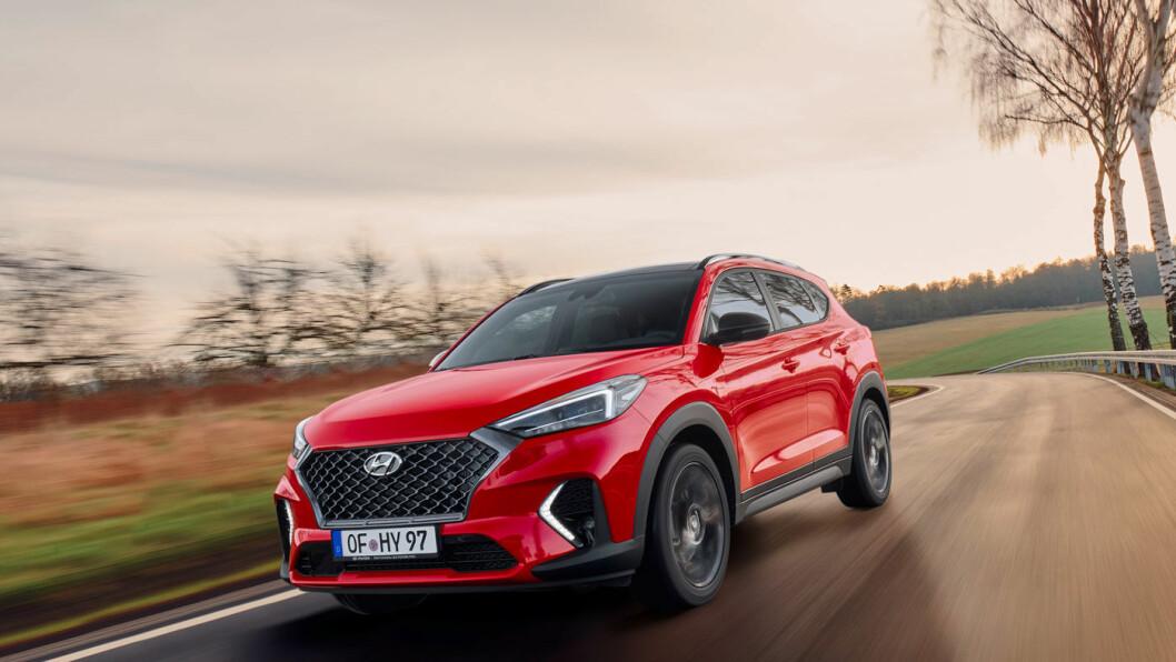 MER SPORTY: Hyundai har utstyrt familie-SUV-en Tucson med mer sporty eksteriør og mildhybridteknologi. Foto: Hyundai