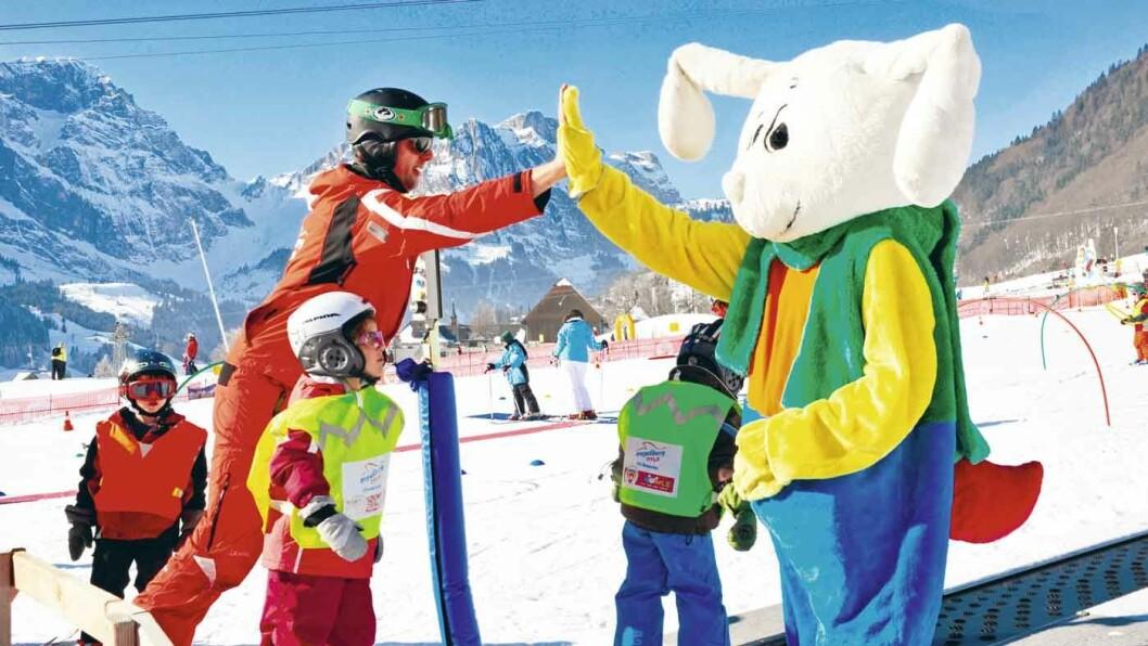 VINTEREVENTYRET: Vinterferie i Engelberg i de sveitsiske alpene er et skieventyr for store og små.