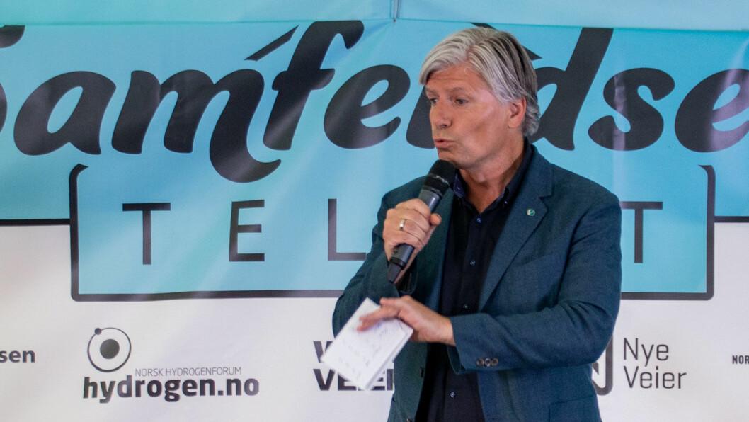 STATSRÅD I 100: Klima- og miljøminister Ola Elvestuen advarer mot å slippe opp på målsettingen om 100 prosent nullutslipp i nybilsalget i 2025. Foto: Peter Raaum