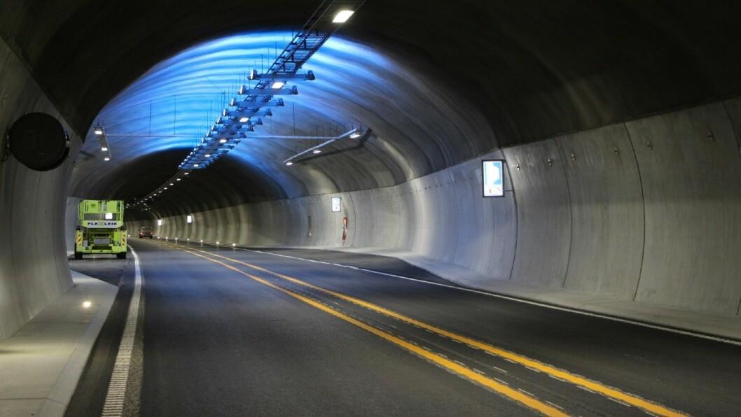 ØKER FARTSGRENSEN. Teigkamptunnelen på E6 har møtende trafikk. Likevel vil samferdselsministeren øke hastigheten fra 80 til 90 km/t. Foto: Roar Holten, Statens Vegvesen