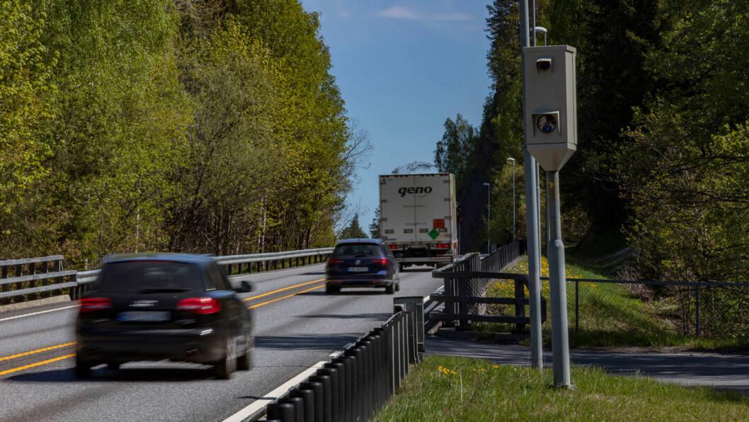 LAVERE HASTIGHET: Svenskene setter ned farten på veier uten midtdeler, men i Norge ønsker myndighetene å løfte fartsgrensene. Foto: Geir Olsen