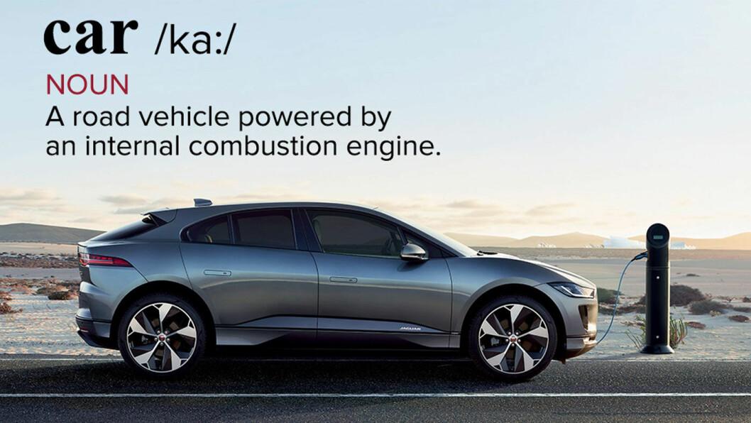 IKKE BIL? Slik definerer verdens viktigste ordbok en bil: «Et kjøretøy for vei drevet frem av en innebygd forbrenningsmotor». En elbil som Jaguar I-PACE'en på bildet er altså ikke en bil. Det vil Jaguar nå endre på – ved å endre ordboka.
