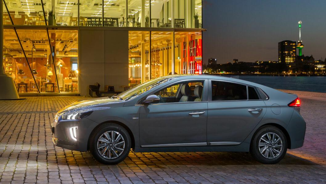 FACELIFT: Det er ikke store utvendige endringer på nye Ioniq, det viktigste er økt rekkevidde. Foto: Hyundai Motor