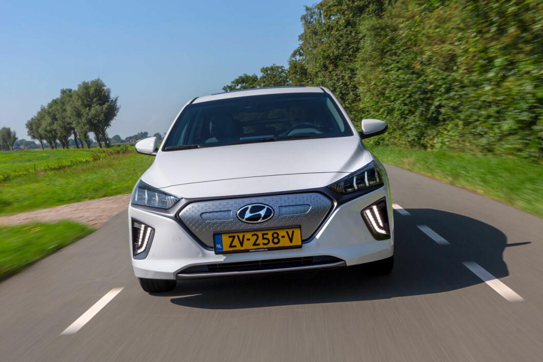 SMÅ ENDRINGER: Utseendemessig er det bare litt kosmetikk i grill, lykter og felger som skiller den nye Hyundai Ioniq fra den gamle.
