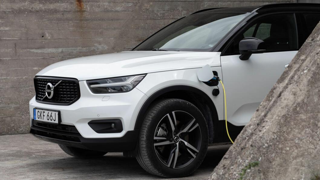 ENDELIG KLAR: Det spisser seg til blant ladehybridene når Volvo nå ruller ut sin kraftplugg XC40 – med ledning. Foto: Rasmus Punell, Volvo Cars