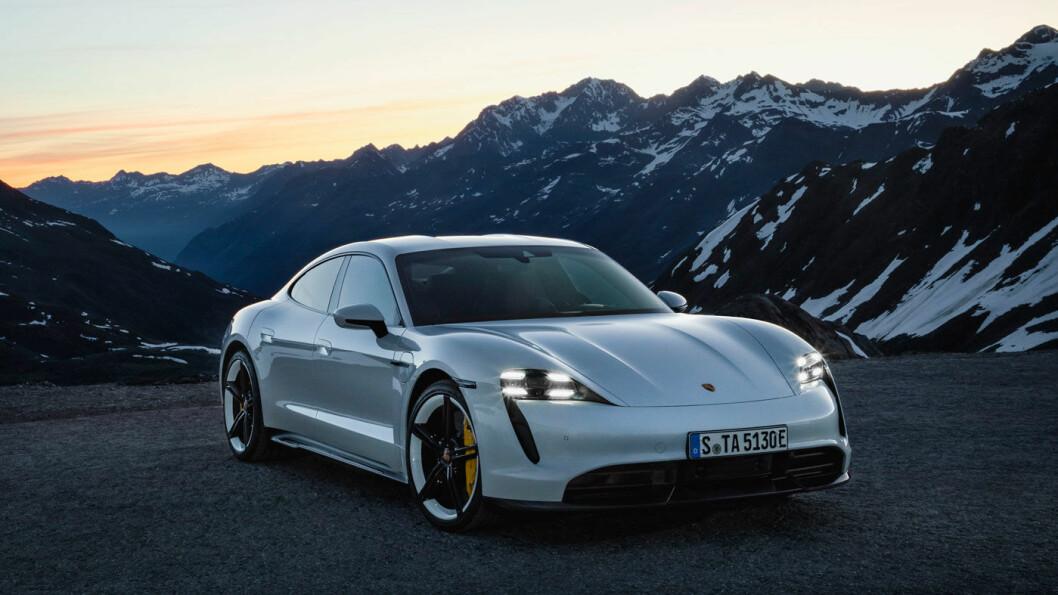 PORSCHE TAYCAN: Batteri 79,2 /93,4 kWt. Rekkevidde 407/463 km. Pris fra ca. 900.000 kroner.4WD: Ja. Tilhengerfeste: Nei.
