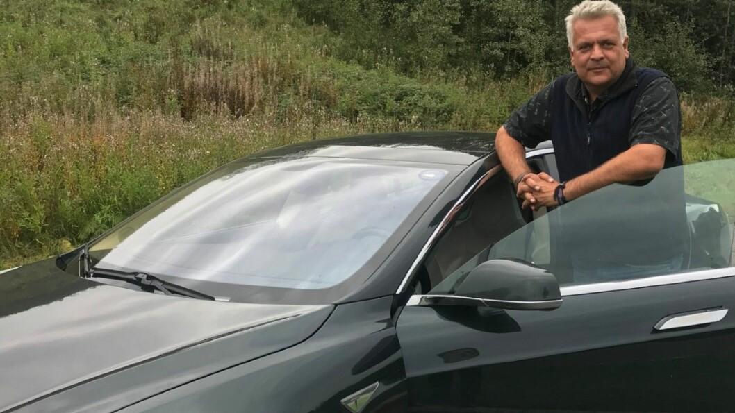 IKKE FORNØYD: Ola Spakmo har kranglet med Tesla etter kjøpet av denne bilen i hele seks år. Nå møtes partene til rettsmegling. Foto: Privat