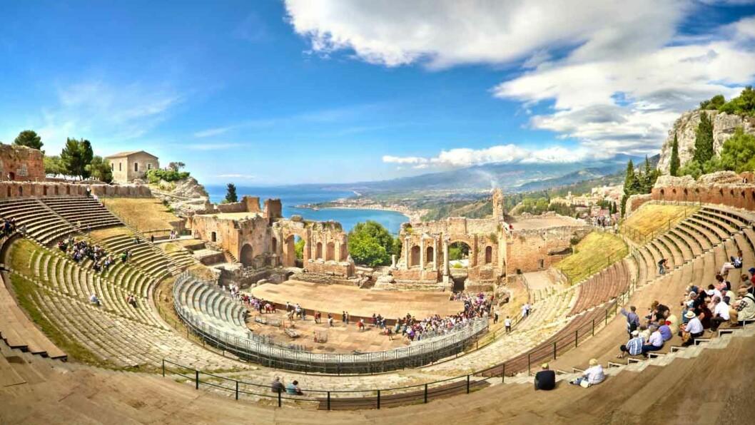 IMPONERENDE: I Taormina ligger blant annet et gresk-romersk amfiteater.