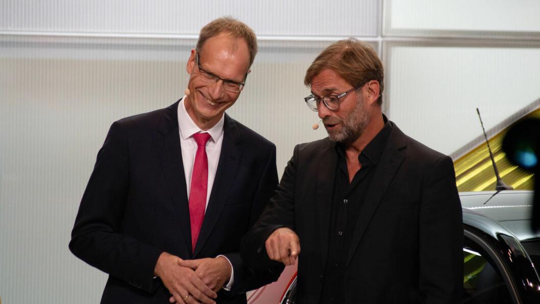 ICH LIEBE MEIN OPEL: Ingen ringere enn Liverpool-manager Jürgen Klopp kastet glans da Opel og toppsjefen Michael Lohscheller gjorde en ny start på sin elbil-satsing under bilutstillingen i Frankfurt. Foto: Peter Raaum