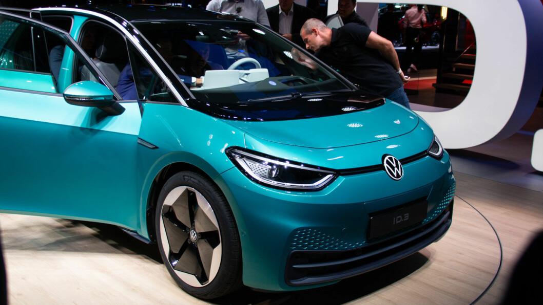 PENGER TILBAKE: Volkswagen ID.3 skal etter planen komme på norske veier i løpet av sommeren. Volkswagen tilbyr nå å refundere depositumet på 10.000 til forhåndsbestillere som sliter økonomisk i disse tider. Foto: Peter Raaum