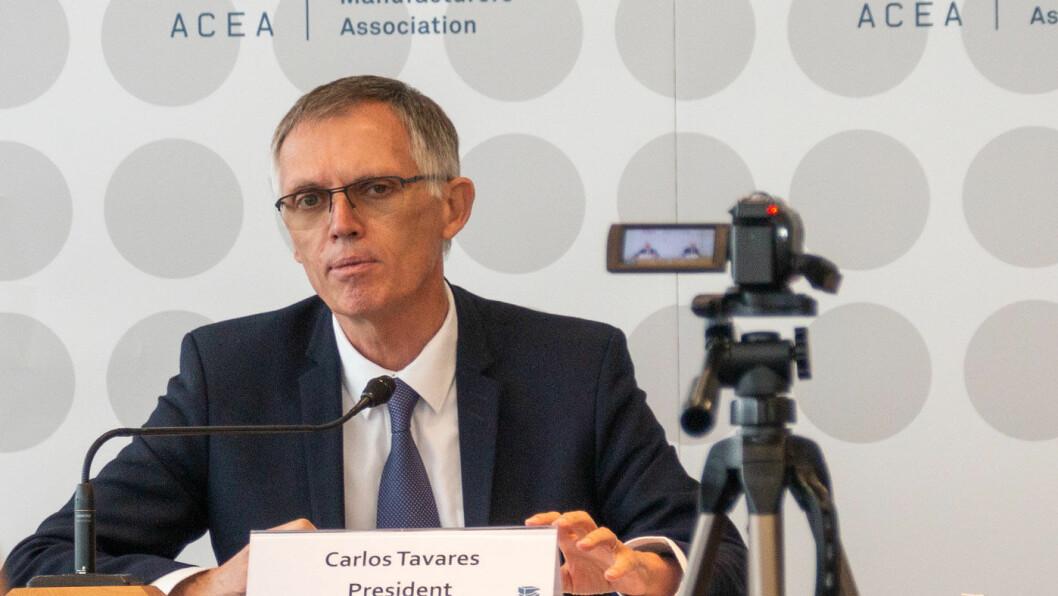 MANGLER KUNDER: Carlos Tavares, toppsjef for PSA-konsernet (Peugeot, Citroën og Opel), ser flere utfordringer på veien mot utbredelse i stor skala av elbiler, og ikke bare for høy pris. Foto: Peter Raaum