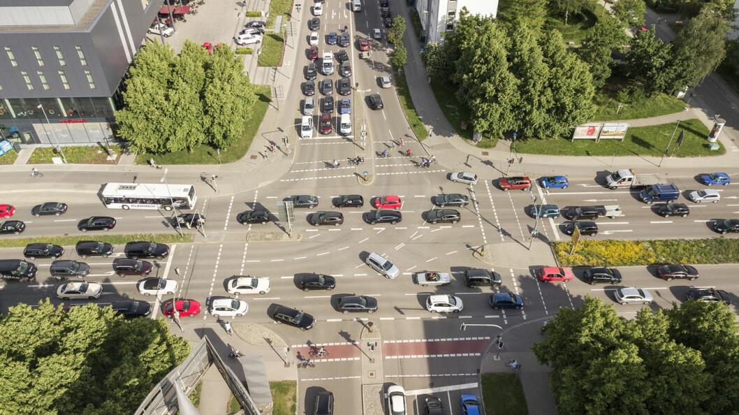 MORE IS LESS: Moderne teknologi kan gi flere biler, men kortere reisetid, tror Audi. Her et oversiktsbilde fra Audi-byen Ingolstadt.