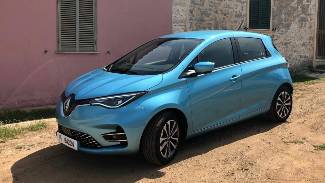 MYE NYTT: Det er ikke så lett å se endringene på nye Renault Zoe, men både interiøret, rekkevidden og sikkerhetssystemene er blitt vesentlig bedre.