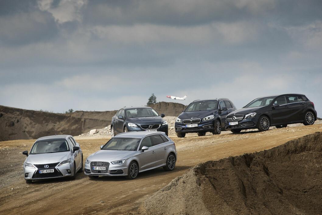 PREMIUM: Audi A3 Sportback, BMW Active Tourer, Lexus CT 200h, Mercedes A-klasse og Volvo V40 utgir seg for å være litt finere enn andre biler i klassen. Vi har testet bilene for å se om det stemmer med virkeligheten. Foto: Jon Terje Hellgren Hansen
