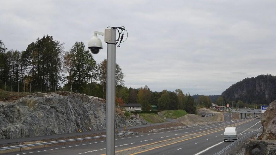 KAMERAOVERVÅKNING: Slik ser de ut, kameraene som vil få med seg det meste på nye E18 i Bamble. Foto: Nye Veier