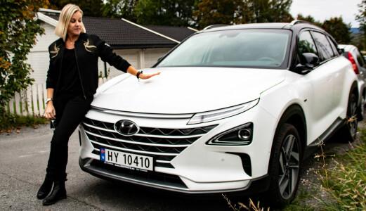 Betaler 14.000 kr måneden for to biler de ikke får kjørt