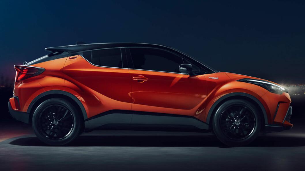 FACELIFT: Toyota har gitt sin særpregete C-HR en facelift i møte med den tettere konkurransen i denne klassen. Foto: Toyota Motor
