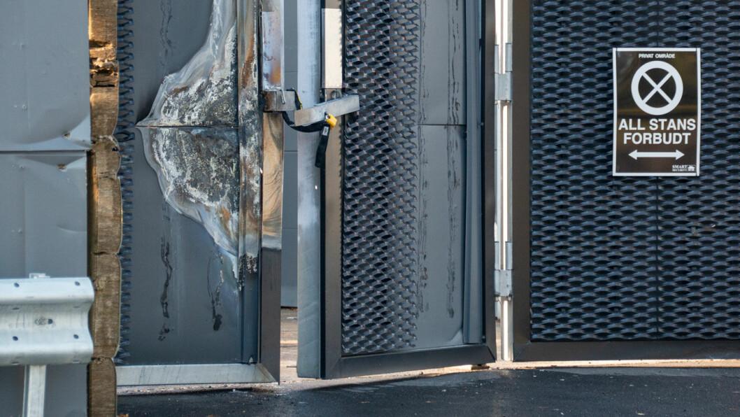 LUKKET OG (B)LÅST: Porten til den delen av anlegget hvor hydrogentanken stod, er nå låst med en hengelås av største sort.