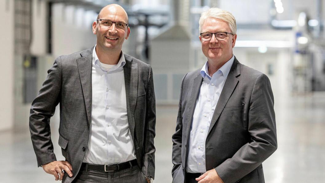 LEDER AN: VW-sjefene Thomas Hoffmann og Frank Blome (t.h.) leder batterisatsingen.