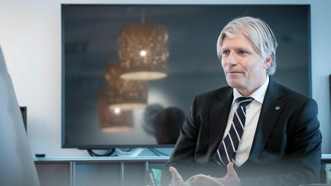 FINT MED AMBISJONER: Klima- og miljøminister Ola Elvestuen roser Danmark for gode ambisjoner, men vil foreløpig ikke ta stilling til et forbud mot salg av bensin- og dieselbiler. Foto: Jon Terje Hellgren Hansen