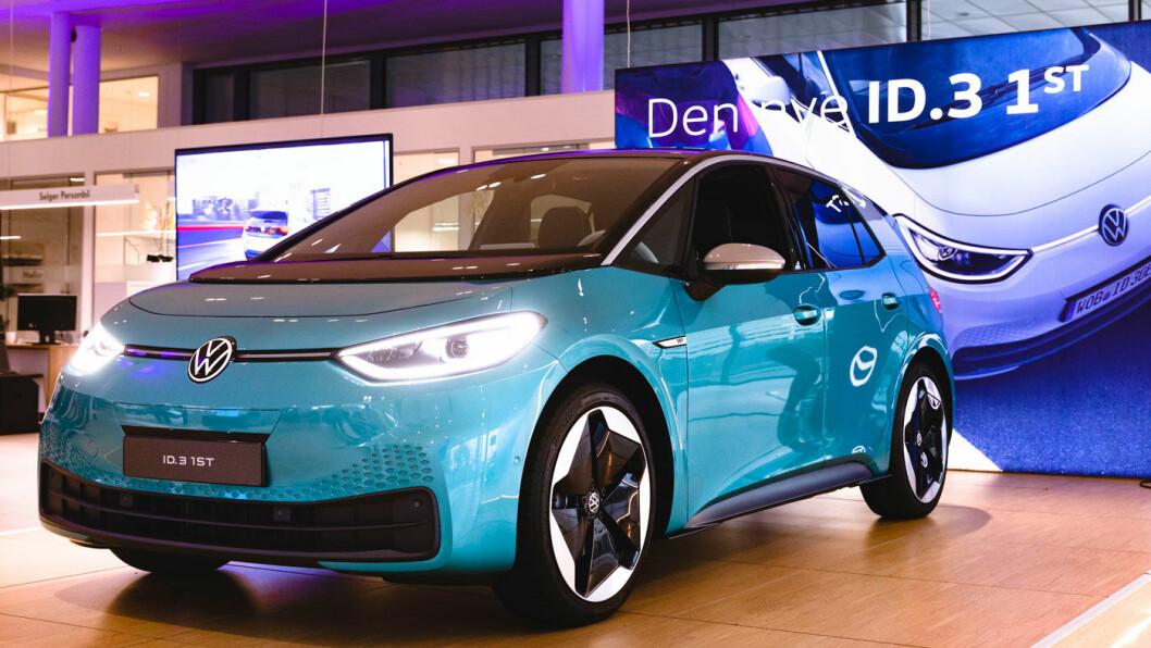 BESTSELGER: Tesla vinner kampen om å selge flest biler i Norge i 2019, men neste år kan det bli skikkelig når VW ruller ut ID.3 i butikkene. Foto: Krister Sørbø
