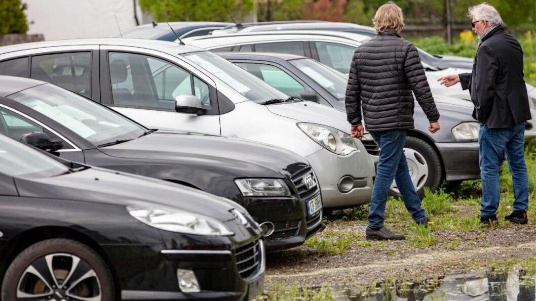 TRAFIKKFARLIGE: Når du kjøper bruktbil kan du risikere å kjøpe en kondemnert bil som ikke er reparert godt nok, mener bilbransjen. Foto: Geir Olsen