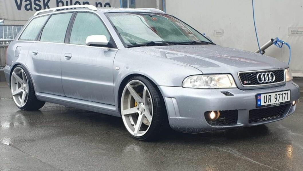 GAMMEL BRUKTBIL: Audi Quattroen er fra 2001, og nesten 20 år gammel. Nå må selgeren ut med 60.000 kroner, fordi han ifølge tingretten ikke var ærlig om bilens tilstand. Foto: Privat