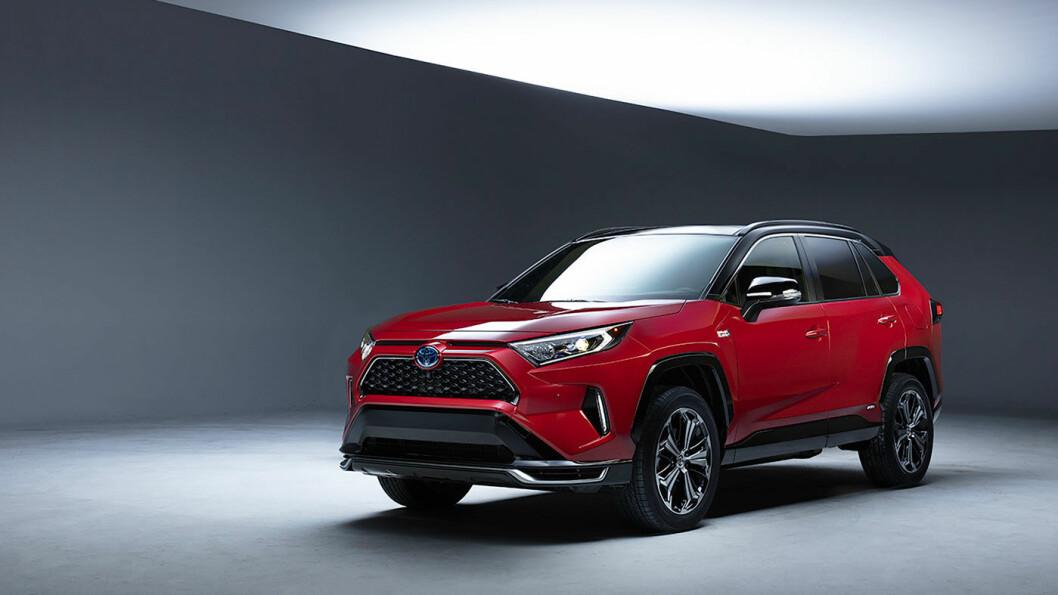 SPENNENDE: Toyota RAV4 lanseres nå som ladbar hybrid. Det blir toppversjonen av modellen som nå er Norges femte mest solgte bil. Foto: Toyota Motor